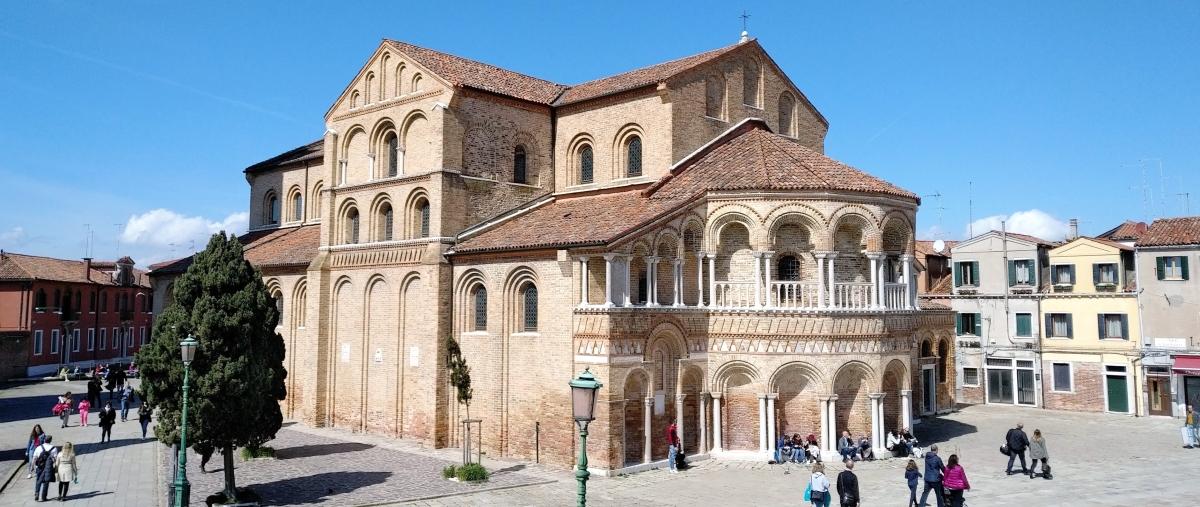 Un'abside che fu presbiterio all'aperto