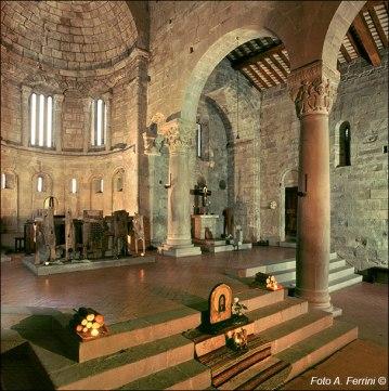 Il presbiterio (foro: Alessandro Ferrini)